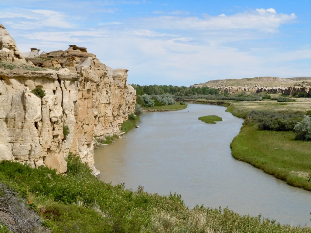 Sandstone cliffs along the Milk River in Writing-on-Stone Provincial Park, Alberta, Canada. Photo by Rodney Steadman.